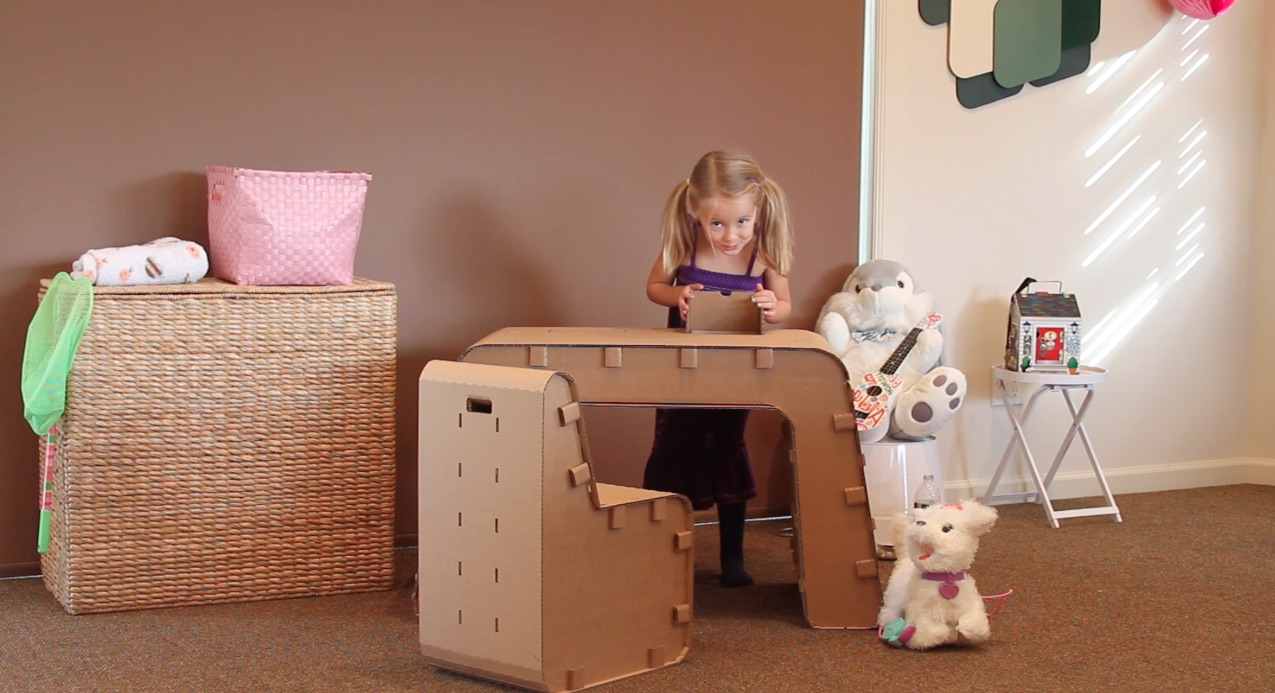 Girl-Playing-with-Desk